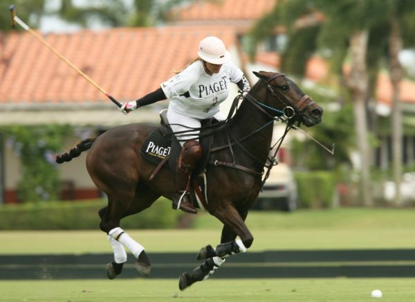 Piaget player-sponsor Melissa Ganzi on a fast break to score a goal in the second chukker. Photo Credit: Alex Pacheco
