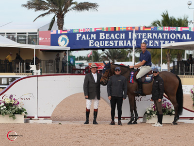 Peter Wylde and Zidane in their winning presentation with ringmaster Cliff Haines and Gustavo Mirabal and Mark Bluman of G&C Farm. Photo © Sportfot.