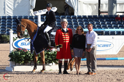 Alise Oken and Teirra in their winning presentation with ringmaster Cliff Haines and Suncast representatives Tom and Jeannie Tisbo. Photo © Sportfot.