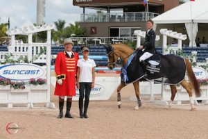 Ben Maher and Quiet Easy 4 in their winning presentation with ringmaster Cliff Haines and Suncast representative Lauren Tisbo. Photo © Sportfot.
