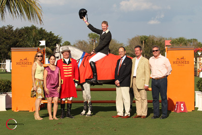 Andrew Bourns and Gatsby in their winning presentation with (left to right) Katherine Bellissimo, Courtney Caverzasi, Senior Manager of Equestrian for Hermès, ringmaster Cliff Haines, Mr. Robert B. Chavez, President and CEO of Hermès USA, Fabrice Crespel, European Equestrian Sales Manager of Hermès, France, and Mark Bellissimo. Photo © Sportfot