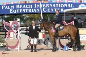 Peter Wylde and Zidane in their winning presentation with ringmaster Cliff Haines. Photo © Sportfot.