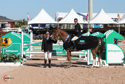 Darrin Dlin and Tienna in their winning presentation with ringmaster Cliff Haines. Photo © Sportfot.