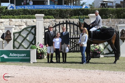 Ronan McGuigan and Chapeau in their winning presentation with ringmaster Cliff Haines and Kathy Serio for Adequan along with owner Blythe Masters and daughter. Photo © Sportfot.