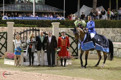 Alvaro de Miranda and AD Rahmannshof's Bogeno in their winning presentation with Mary Katherine Shaughnessy, Katherine Bellissimo, Dennis Shaugnessy – Chairman of the Board of FTI Consulting, Mark Bellissimo, and ringmaster Cliff Haines. Photo © Sportfot.