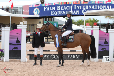 Lauren Hough and Ohlala in their winning presentation with ringmaster Cliff Haines. Photo © Sportfot.