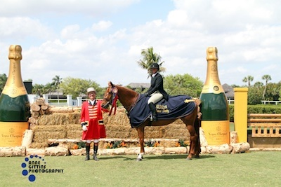 Jennifer Alfano and Miss Lucy in their winning presentation with ringmaster Cliff Haines. Photo © Anne Gittins Photography.