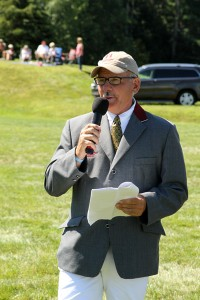 Show Chairman Jeff Papows welcomes the crowd to the Silver Oak Jumper Tournament on Sunday afternoon - photo by Kenneth Kraus