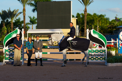 Todd Minikus in his winning presentation (aboard Uraguay) with Carolina Arbelaez and Jeff Fosenburg, Sales Consultants for Cargill Animal Nutrition. Photo (c) Mancini Photos.