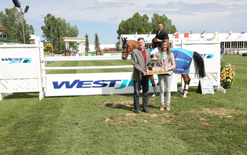 Eric Lamaze and Fine Lady 5 in their winning presentation with Mike McNaney, Vice President, Regulatory & Fuel, WestJet; and his daughter Maria