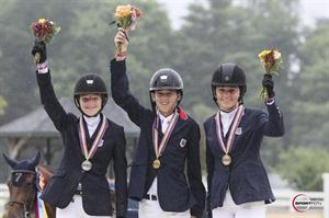 Jumping Junior Individual medalists (from left) Lucy Deslauriers, Lucas Porter, and Sophie Simpson (Sportfot)