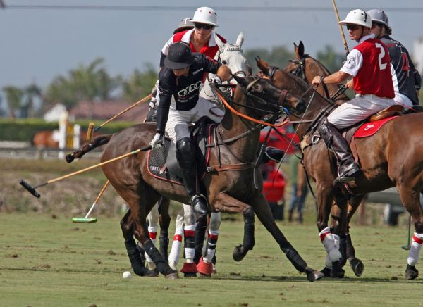 Audi's Marc Ganzi beats Coca-Cola's Tommy Collingwood for the ball. Photo by Alex Pacheco