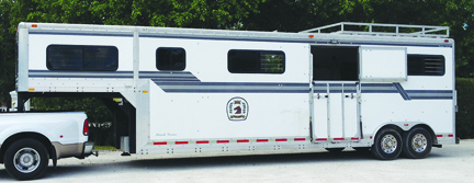 2507 classified horse trailer