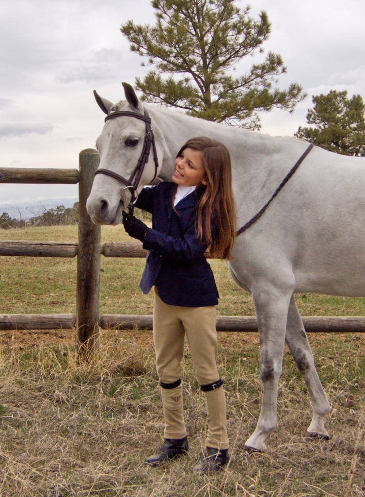 Hannah spends a moment bonding with Ultimo DHD, owned by NTM Enterprises. Photo by Patrick Brennan - www.blackhatphoto.us