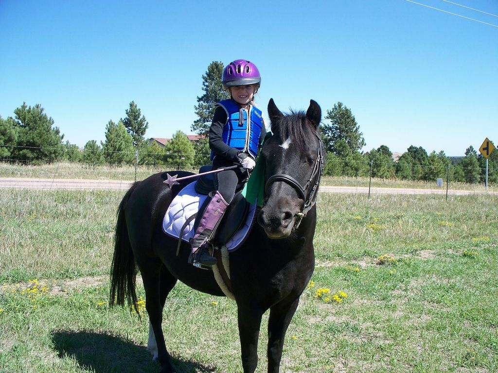 Avery and her first pony, Cory, at Aspen Ridge Pair Pace. Photo courtesy of Vicki Dudasch