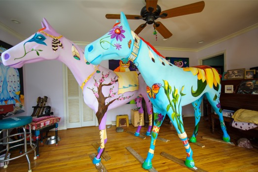 "Gigi's ""Dream Weaver"" horse, sponsored by a group dubbed Sixteen Hands. Photo by Mark Schmerling"