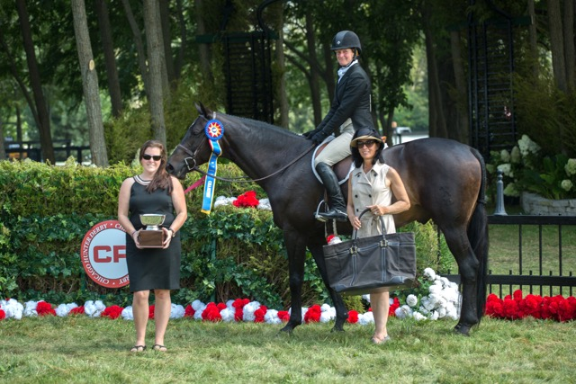 Lynn Jayne, right, and Marion Maybank present Kelley Farmer and Mindful as the winners of the 2015 $50,000 USHJA International Hunter Derby.  Photo by Aullmyn Photography