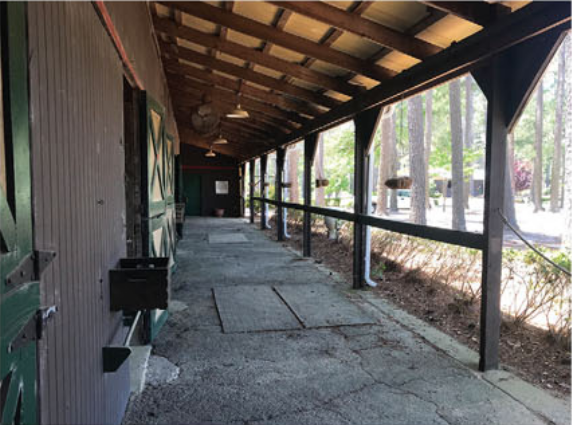 2 Stall Barn With Living Quarters